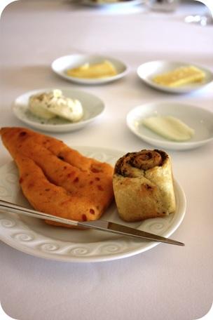 Des pains dont ceux à la tapenade ou aux poivrons, 4 beurres dont un étonnant beurre de brebis...