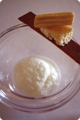 Brioche crue et lait en fermentation