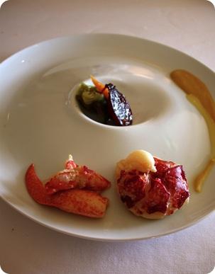 Homard vapeur, pulpe de pois chiche et citron confit